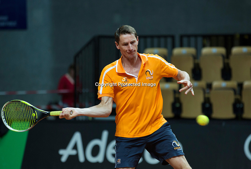 2016, 12 April, Arena Loire, Trélazè,  Semifinal FedCup, France-Netherlands, captain Paul Haarhuis (NED)<br /> Photo:Tennisimages/Henk Koster