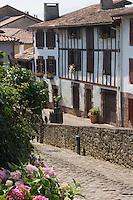 Europe/France/Aquitaine/64/Pyrénées-Atlantiques/Saint-Jean-Pied-de-Port: rue de la citadelle trajet de la route des  pèlerins  sur le chemin de Saint Jacques de Compostelle