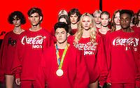 SÃO PAULO,SP, 28.10.2016 - SPFW-COCA COLA JEANS - O medalhista olímpico, Arthur<br /> Mariano, se apresenta com a equipe da grife Coca-Cola Jeans durante a São Paulo<br /> Fashion Week N42 no Parque do Ibirapuera na região sul de São Paulo nesta sexta-<br /> feira, 28.<br /> <br /> (Foto: Fabricio Bomjardim/Brazil Photo Press)