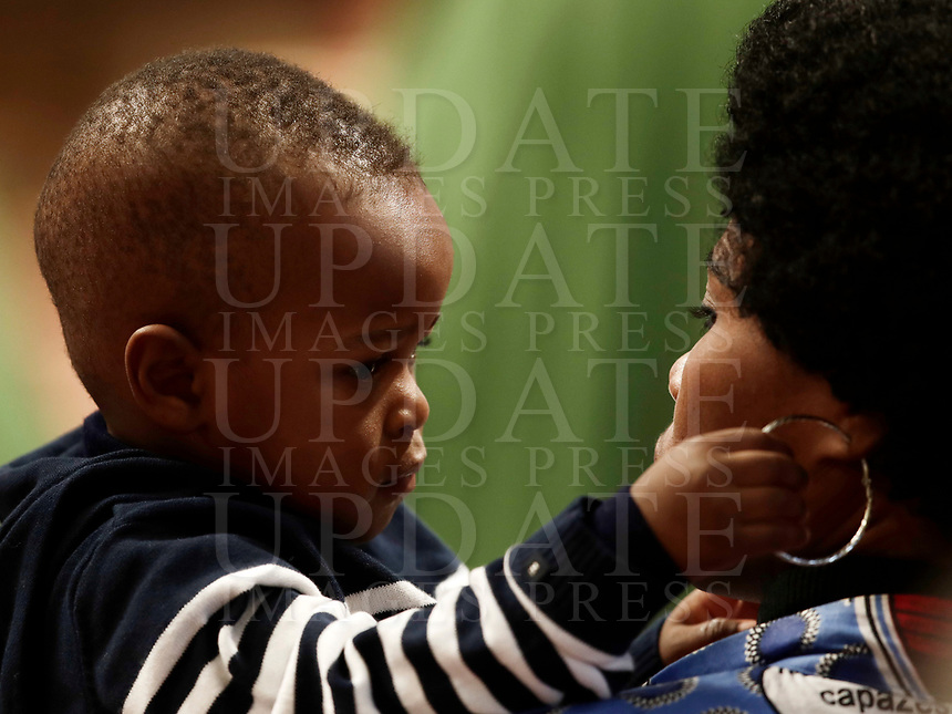 Una donna ed un bambino assistono ad una Messa celebrata da Papa Francesco in occasione della Giornata Mondiale del Migrante e del Rifugiato nella Basilica di San Pietro in Vaticano, 14 gennaio 2108.<br /> A woman and a child attend a special mass to mark  the World day of Migrants and Refugees led by Pope Francis in Saint Peter's Basilica at the Vatican, on January 14, 2018.<br /> UPDATE IMAGES PRESS/Isabella Bonotto<br /> <br /> STRICTLY ONLY FOR EDITORIAL USE