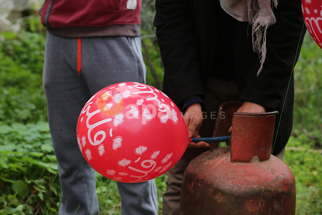 Palestinians prepare balloons attached with flammable materials at the Israel-Gaza border, in Khan Younis in the souther of Gaza strip on January 18, 2020. Photo by Ashraf Amra