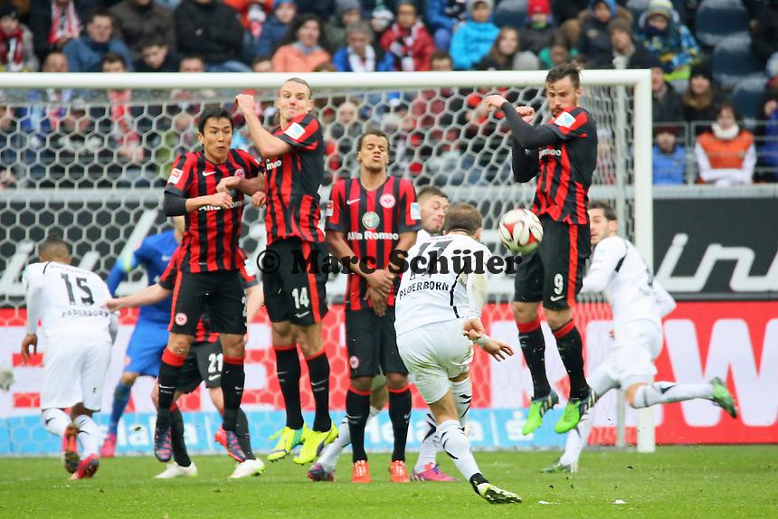 Alban Meha (Paderborn) zieht ab - Eintracht Frankfurt vs. SC Paderborn 07, Commerzbank Arena