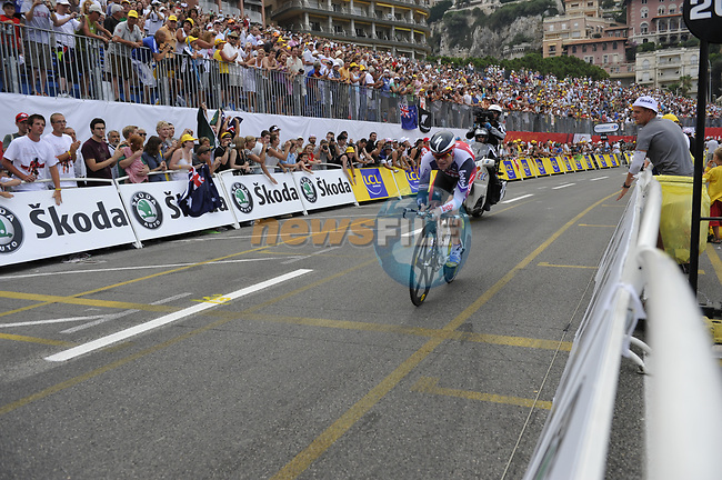 Silence-Lotto team rider Cadel Evans (AUS) passes beneath the packed grandstands on his way to the finish line the Prologue Stage 1 of the 2009 Tour de France a 15.5km individual time trial held around Monaco. 4th July 2009 (Photo by Eoin Clarke/NEWSFILE)