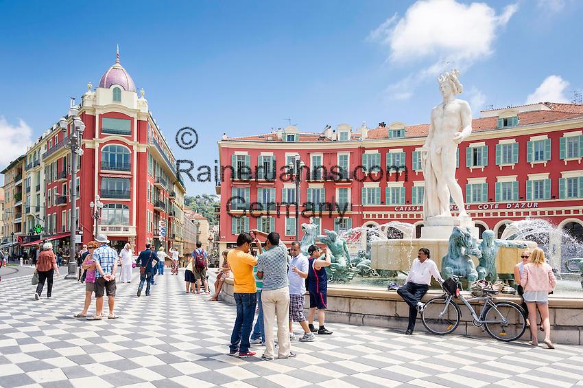 France, Provence-Alpes-Côte d'Azur, Nice: fountain at Place Masséna at centre   Frankreich, Provence-Alpes-Côte d'Azur, Nizza: Brunnen am Place Masséna im Zentrum