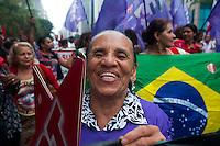 SÃO PAULO,SP, 08.03.2016 - DIA-MULHER - Mulheres integrantes do movimento FLM (Frente de Luta por Moradia) realizam passeata em defesa da presidente Dilma Rousseff, no Dia Internacional da Mulher, na avenida Paulista, nesta terça-feira (08). (Foto: Gabriel Soares/Brazil Photo Press)