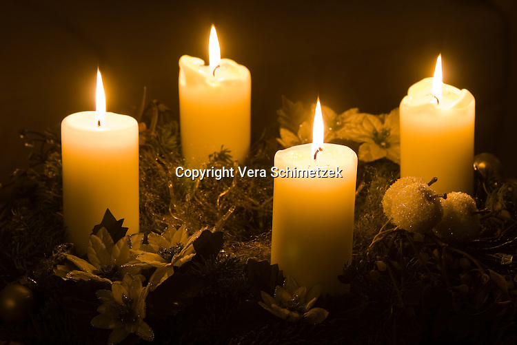 Europe, DEU, Germany, North Rhine-Westphalia, Advent wreath....Europa, DEU, Deutschland, Nordrhein-Westfalen, Adventskranz......[Copyright / Contact: Vera Schimetzek, Bornstrasse 5, 58300 Wetter, Germany, cell: 0049.(0)151.21220918, schimetzek@web.de, www.schimetzek-foto.de, publication is subject to a fee and report, the General Terms and Conditions apply. Die Veroeffentlichung ist melde- und honorarpflichtig, die AGB sind bindend.]