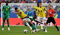 SAMARA - RUSIA, 28-06-2018: Sadio MANE (Der) jugador de Senegal disputa el balón con Radamel FALCAO GARCIA (Izq) jugador de Colombia durante partido de la primera fase, Grupo H, por la Copa Mundial de la FIFA Rusia 2018 jugado en el estadio Samara Arena en Samara, Rusia. / Sadio MANE (R) player of Senegal fights the ball with Radamel FALCAO GARCIA (L) player of Colombia during match of the first phase, Group H, for the FIFA World Cup Russia 2018 played at Samara Arena stadium in Samara, Russia. Photo: VizzorImage / Julian Medina / Cont