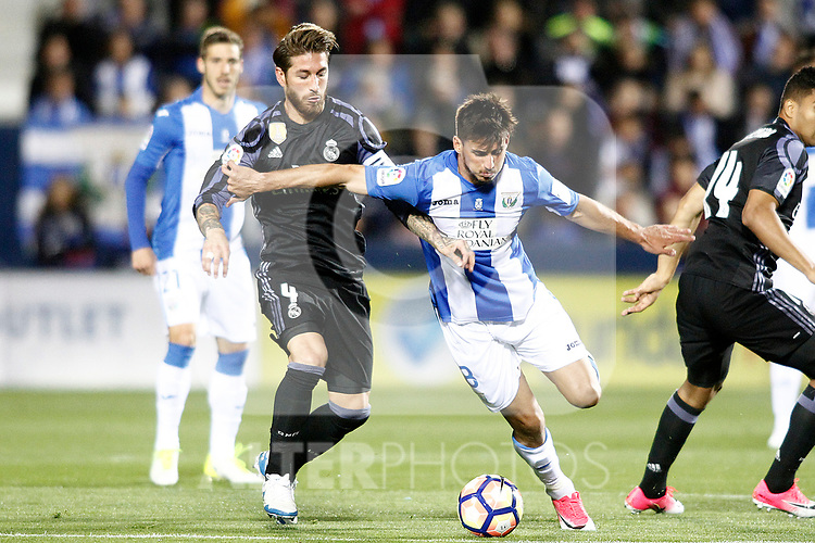 CD Leganes' Gabriel Pires (r) and Real Madrid's Sergio Ramos during La Liga match. April 5,2017. (ALTERPHOTOS/Acero)