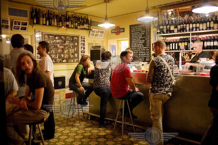 Bar Taberna de Vinos Nicolas, in the popular tapas area of El Tubo.