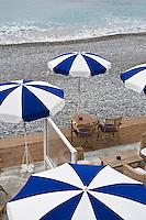Europe/France/06/Alpes-Maritimes/Nice: Parasols d'une plage privée de la Promenade des Anglais en hiver