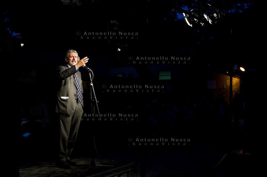 Roma,13 Ottobre 2009. Campagna elettorale di Massimo D'Alema a sostegno di Pier Luigi Bersani per le primarie del Partito DemocraticoMassimo D'Alema ha deciso di seguire l'esempio di Veltroni nel non ricandidarsi alle prossime elezioni.