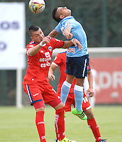 BOGOTA - COLOMBIA -03 -04-2016: Kevin Salazar (Izq.) jugador de Fortaleza FC, disputa el balón con Vladimir Hernandez (Der.) jugador de Atletico Junior durante partido entre Fortaleza FC y Atletico Junior por la fecha 11 de la Liga Aguila I-2016, jugado en el estadio Metropolitano de Techo de la ciudad de Bogota. / Kevin Salazar (L) player of Fortaleza FC  vies for the ball with Vladimir Hernandez (R) player of Atletico Junior during a match between Fortaleza FC and Atletico Junior for the  date 11 of the Liga Aguila I-2016 at the Metropolitano de Techo Stadium in Bogota city, Photo: VizzorImage  / Luis Ramirez / Staff.