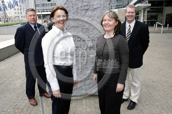 BRUSSELS - BELGIUM - 15 MAY 2006 -- Group photo of the Norwegians working at the EU-Commission. From left: Yngve TORGERSEN, Signe A. ENGLI, Anne TONDEVOLD and Håvard (Havard) VAGGEN MALVIK. -- PHOTO: JUHA ROININEN / EUP-IMAGES.