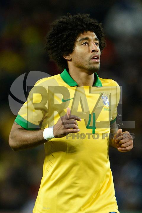 GENEBRA, SUICA, 21 DE MARCO DE 2013 - Dante jogador da Selacao brasileira durante partida amistosa contra a Itália, disputada em Genebra, na Suíça, nesta quinta-feira, 21. O jogo terminou 2 a 2. FOTO: PIXATHLON / BRAZIL PHOTO PRESS
