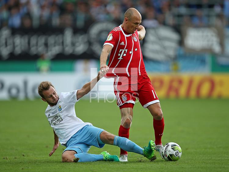 12.08.2017, Football DFB Pokal 2017/2018, 1. round, Chemnitzer FC - FC Bayern Muenchen, stadium an Gellertstrasse.  Jan Koch (Chemnitzer FC)  -  Arjen Robben (Bayern Muenchen)  *** Local Caption *** &copy; pixathlon<br /> <br /> +++ NED + SUI out !!! +++<br /> Contact: +49-40-22 63 02 60 , info@pixathlon.de
