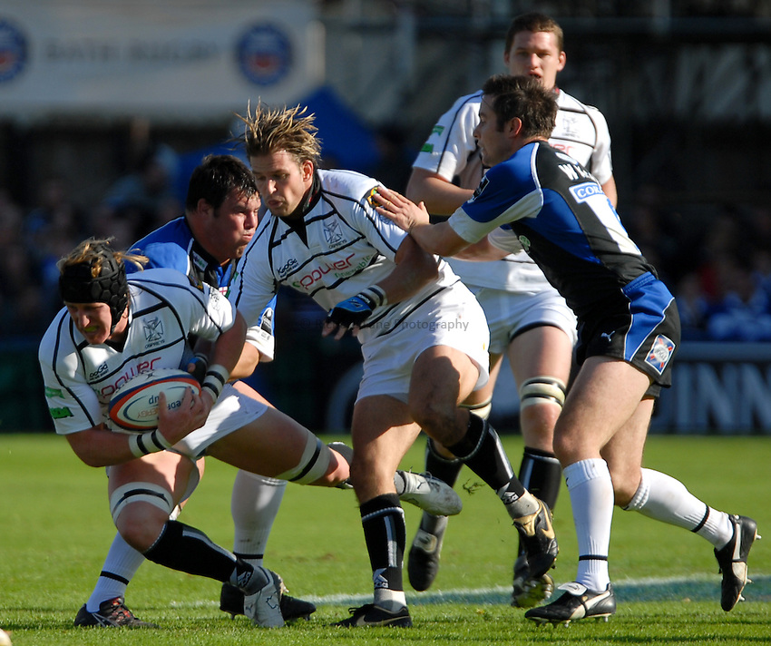 Photo: Ed Godden..Bath Rugby v Ospreys. EDF Anglo-Welsh Cup. 07/10/2006..Ospreys' Lee Beech (L) looks to attack.