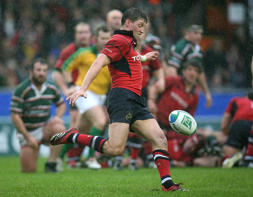 Photo: Rich Eaton...Leicester Tigers v Munster Rugby. Heineken Cup. 22/10/2006. Ronan O'Gara of Munster kicks