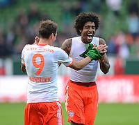 FUSSBALL   1. BUNDESLIGA  SAISON 2012/2013   6. Spieltag  29.09.2012 SV Werder Bremen - FC Bayern Muenchen    SCHLUSSJUBEL FC Bayern; Dante (re) klatscht Torschuetze Mario Mandzukic ab.