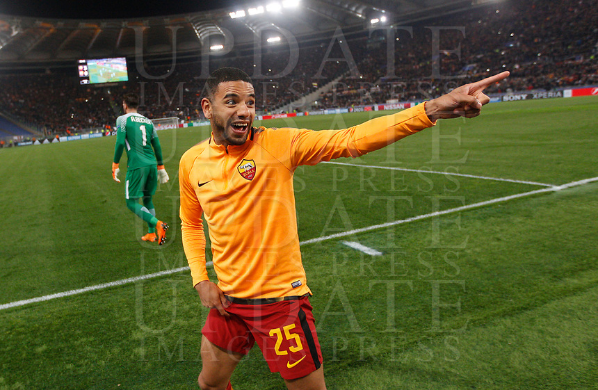 Roma s Bruno Peres celebrates at the end of the Uefa Champions League quarter final second leg football match between AS Roma and FC Barcelona at Rome's Olympic stadium, April 10, 2018. Roma won 3-0 (4-4 on aggregate) to join the semifinals.<br /> UPDATE IMAGES PRESS/Riccardo De Luca