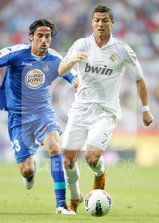 Real Madrid's Cristiano Ronaldo aganist Getafe's Juan Rodriguez during La Liga Match. September 10, 2011. (ALTERPHOTOS/Alvaro Hernandez)
