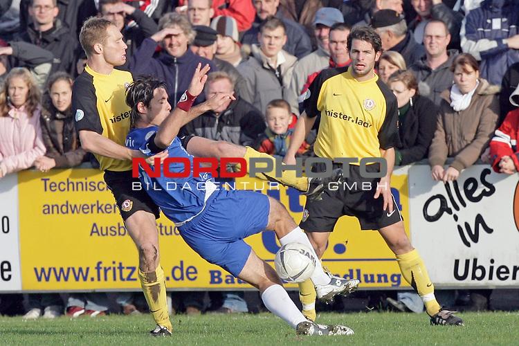RLN  2006/2007 - 17. Spieltag - <br /> Kickers Emden vs Dynamo Dresden (gelb )<br /> <br /> Daniel Ernemann gegen Radovan Vujanovic<br /> <br /> Foto &copy; nordphoto <br /> <br /> <br /> <br />  *** Local Caption ***