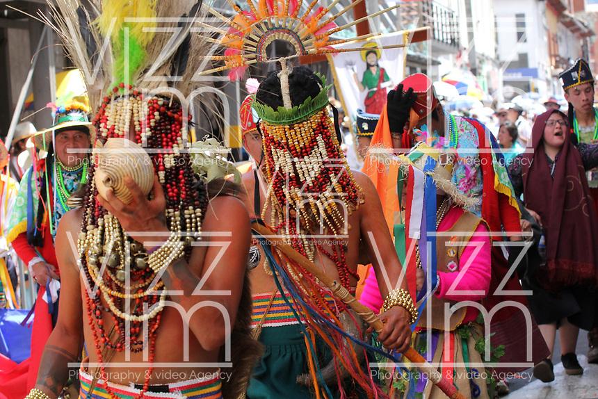 PASTO- COLOMBIA, 4-01-2018:Llegada y desfile de la familia Castañeda durante el Carnaval de Blancos Y Negros./ Arrival and parade of the Castañeda family during the Blancos and Negros Carnival.Photo: Vizzorimage / Leonardo Castro  / Contribuidor