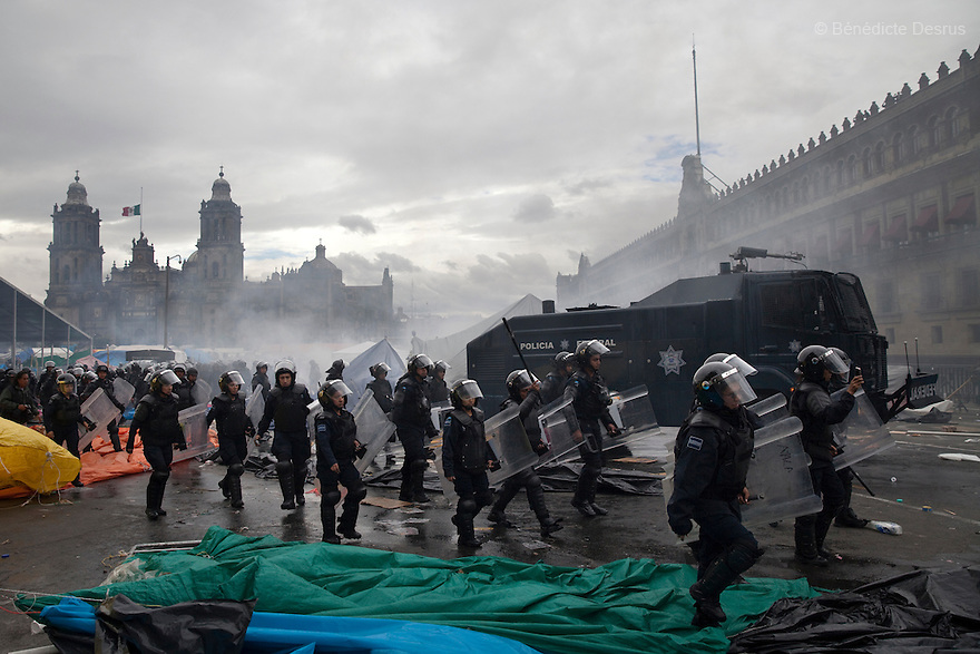 Riot police moved into Mexico City's main square to remove thousands of striking teachers, using water cannons and tear gas on september 13, 2013. Thousands of teachers have been camped out at the Zocalo for more than three weeks in protest against Mexico President Enrique Pena Nieto's education reforms. (Photo by Benedicte Desrus)