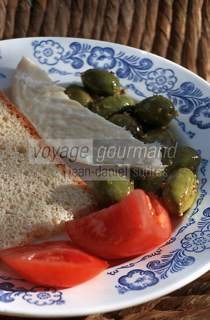 """Europe/Chypre/Drousheia: Petit déjeuner chypriote - Pain, olives, tomates et fromage de chèvre """"Haloumi"""""""