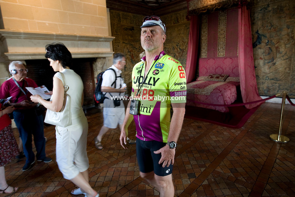 Writer David Darlington (R), participating in a Backroads cycle tour of the Loire Valley, visits the Chenonceau castle in Chenonceaux, France, 25 June 2008.