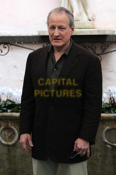 "MICHAEL MANN.Photocall for the film ""Public Enemies"", Hotel Hassler, Rome, Italy..November 3rd, 2009.half length brown black suit jacket.CAP/CAV.©Luca Cavallari/Capital Pictures."