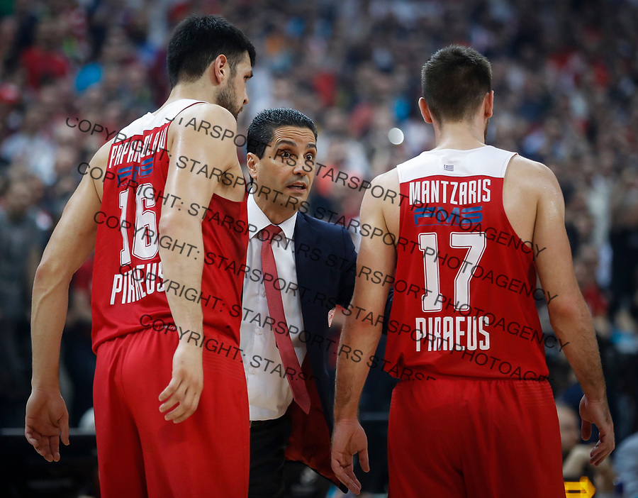 Kosarka Euroleague season 2016-2017<br /> Crvena Zvezda v Olympiacos (Athens)<br /> Head coach Ioannis Sfairopoulos Kostas Papanikolaou (L) and Vangelis Mantzaris (R)<br /> Beograd, 22.03.2017.<br /> foto: Srdjan Stevanovic/Starsportphoto &copy;