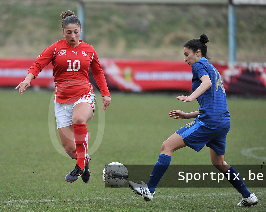Switzerland U19 - France U19 : duel between Swiss Mirjine Selimi (10) and French Ghoutia Karchouni.foto DAVID CATRY / Nikonpro.be