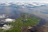 Sylt Ost: EUROPA, DEUTSCHLAND, SCHLESWIG- HOLSTEIN, SYLT(GERMANY), 30.09.2010: Sylt Ost- Aufwind-Luftbilder - Sylt-Ost war eine Gemeinde auf der Insel Sylt im Kreis Nordfriesland in Schleswig-Holstein, die von 1970 bis 2008 existierte. Die hauptamtlich verwaltete Gemeinde war Sitz des Amtes Landschaft Sylt und fuehrt fuer dieses die Verwaltungsgeschaefte durch. Per Buergerentscheid im Mai 2008 wurde der Zusammenschluss der Gemeinde Sylt-Ost mit der Stadt Westzerland.  Stichworte:  Europa, Deutschland, Schleswig, Holstein, Sylt Ost, Insel, Nordsee, Hindenburgdamm, Tourismus, Reise, reisen, Urlaub, Ferien, Ausflugziel, Ausflug, Ausfluege, Tourismuswirtschaft, Kueste, Meer, Wasser, Landschaft, Natur, Deutschland liebste Insel, Wattenmeer, Uebersicht, Luftaufnahme, Luftbild, Luftansicht, Aufwind-Luftbilder..c o p y r i g h t : A U F W I N D - L U F T B I L D E R . de.G e r t r u d - B a e u m e r - S t i e g 1 0 2, 2 1 0 3 5 H a m b u r g , G e r m a n y P h o n e + 4 9 (0) 1 7 1 - 6 8 6 6 0 6 9 E m a i l H w e i 1 @ a o l . c o m w w w . a u f w i n d - l u f t b i l d e r . d e.K o n t o : P o s t b a n k H a m b u r g .B l z : 2 0 0 1 0 0 2 0  K o n t o : 5 8 3 6 5 7 2 0 9. V e r o e f f e n t l i c h u n g n u r m i t H o n o r a r n a c h M F M, N a m e n s n e n n u n g u n d B e l e g e x e m p l a r !.
