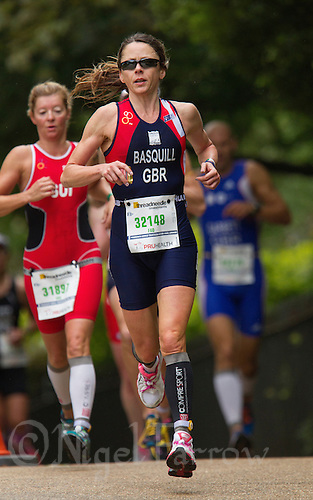 15 SEP 2013 - LONDON, GBR - Victoria Basquill (GBR) of Great Britain on the run during the women's ITU 2013 World Age Group Standard Distance Triathlon Championships in Hyde Park, London, Great Britain (PHOTO COPYRIGHT © 2013 NIGEL FARROW, ALL RIGHTS RESERVED)