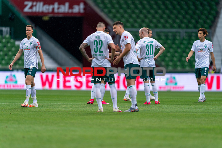 Niklas Moisander (Werder Bremen #18 Kapitaen), Marco Friedl (Werder Bremen #32), Milos Veljkovic (Werder Bremen #13), Davy Klaassen (Werder Bremen #30), Yuya Osako (Werder Bremen #08), Niclas Füllkrug / Fuellkrug (Werder Bremen #11)<br /> <br /> <br /> Sport: nphgm001: Fussball: 1. Bundesliga: Saison 19/20: 34. Spieltag: SV Werder Bremen vs 1.FC Koeln  27.06.2020<br /> <br /> Foto: gumzmedia/nordphoto/POOL <br /> <br /> DFL regulations prohibit any use of photographs as image sequences and/or quasi-video.<br /> EDITORIAL USE ONLY<br /> National and international News-Agencies OUT.
