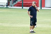 SAO PAULO, SP, 23.09.14. TREINO - SPFC. O técnico Muricy Ramalho durante o treino do São Paulo Futebol Clube, na tarde desta terça-feira, no Centro de Treinamento da Barra Funda. (Foto: Adriana Spaca/Brazil Photo Press)