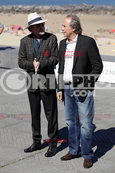 "Spanish singers Joaquin Sabina (L) and Joan Manuel Serrat posse in the pohotocall of ""El símbolo y el cuate"" film presentation during the 61 San Sebastian Film Festival, in San Sebastian, Spain. September 23, 2013. (ALTERPHOTOS/Victor Blanco) /NortePhoto"