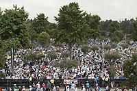 BOGOTÁ - COLOMBIA, 07-09-2017:  Miles de personas esperan para que el Papa Francisco realice su oficio religioso en el parque Simón Bolívar en Bogotá. El Papa Francisco realiza la visita apostólica a Colombia entre el 6 y el 11 de septiembre de 2017 llevando su mensaje de paz y reconciliación por 4 ciudades: Bogotá, Villavicencio, Medellín y Cartagena. / Thousands of people await to Pope Francisco made his mass at Simon Bolivar park in Bogota. Pope Francisco makes the apostolic visit to Colombia between September 6 and 11, 2017, bringing his message of peace and reconciliation to 4 cities: Bogota, Villavicencio, Medellin and Cartagena. Photo: VizzorImage / Gabriel Aponte / Staff