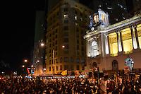 RIO DE JANEIRO, RJ, 16 AGOSTO 2012 -  ELEICOES 2012-MARCELO FREIXO- O candidato a Prefeito do Rio de Janeiro pelo PSOL, Marcelo Freixo encontra se com  com  centenas de jovens na Cinelandia, centro do Rio de Janeiro.(FOTO:MARCELO FONSECA / BRAZIL PHOTO PRESS).