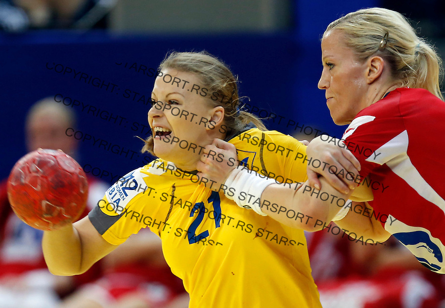 BELGRADE, SERBIA - DECEMBER 08: Anna Redka (L) of Ukraine is challenged by Heidi Loke (R) of Norway during the Women's European Handball Championship 2012 Group A match between Norway and Ukraine at Arena Hall on December 08, 2012 in Belgrade, Serbia. (Photo by Srdjan Stevanovic/Getty Images)