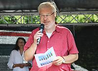 Heinz-Peter Becker (SPD) freut sich für seine Stadt den Preis für die aktivste Kommune im Kreis GG entgegenzunehmen und bedankt sich bei 799 Teilnehmern - Mörfelden-Walldorf 15.07.2018: 10. MöWathlon