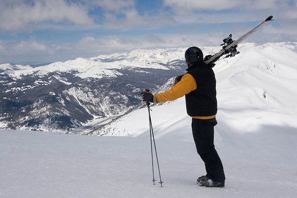Outside Imagery offers ski taxi service to and from Breckenridge Ski Area, including Denver International Airport, (DIA).
