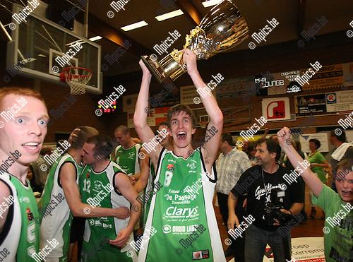 2010-04-29 / Basketbal / seizoen 2009-2010 / Zwevezele wint het kampioenschap in 2e nationale..Foto: mpics