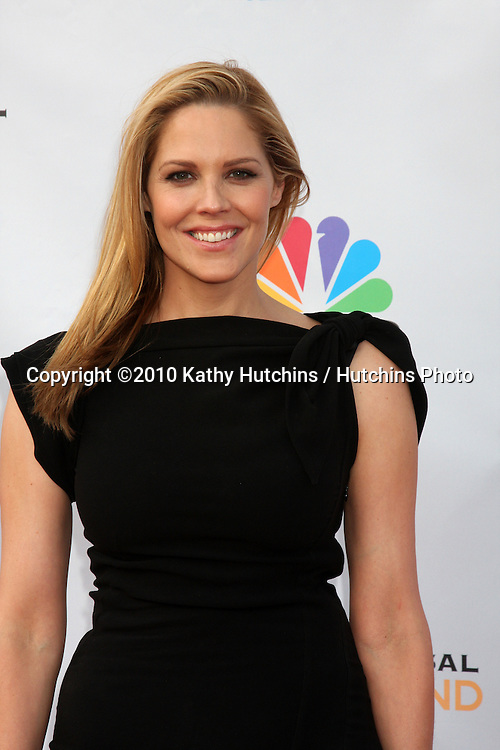 """Mary McCormack.arrives at """"An Evening with NBC Universal"""" 2010.Universal Studios Hollywood.Los Angeles, CA.May 12, 2010.©2010 Kathy Hutchins / Hutchins Photo.."""