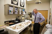 US Arizona Tucson Pima County Medical examiner resti di clandestini trovati nel deserto<br /> US Arizona Tucson Pima County medical examiner remains of illegal immigrants found in the desert