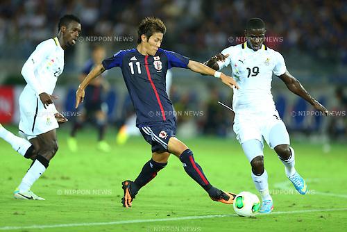 (L-R) John Boye (GHA), Yoichiro Kakitani (JPN), Jonathan Mensah (GHA),<br /> SEPTEMBER 10, 2013 - Football / Soccer :<br /> Kirin Challenge Cup 2013 match between Japan 3-1 Ghana at Nissan Stadium in Kanagawa, Japan. (Photo by Kenzaburo Matsuoka/AFLO)
