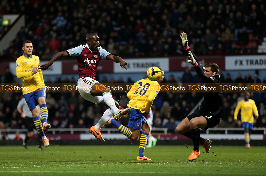 Carlton Cole of West Ham misses a great 2nd half chance - West Ham United vs Arsenal, Barclays Premier League at Upton Park, West Ham - 26/12/13 - MANDATORY CREDIT: Rob Newell/TGSPHOTO - Self billing applies where appropriate - 0845 094 6026 - contact@tgsphoto.co.uk - NO UNPAID USE