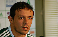 SAO PAULO, SP, 13 DE JANEIRO 2012 - APRESENTACAO ALDALBERTO ROMAN - O novo jogador do Palmeiras, Adalberto ROman, foi apresentado nesta tarde de sexta-feira, no CT do Palmeiras. (FOTO: DEBBY OLIVEIRA - NEWS FREE).