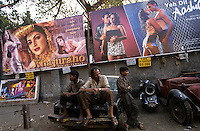 "Asien Indien IND Bombay .Kinoplakate f?r Bollywood Kinofilme - Kultur Kunst Kommunikation Filmplakate Filmplakat Kinoplakat Werbung Werbeplakat Werbeplakate Filmindustrie Filmproduktion Kinos Kino Film Filme Spielfim Spielfilme Traumfabrik Schauspieler Inder indisch indische indischer Subkontinent bunt Farben Farbe farbig Auto Autos Werkstatt Schlosser Autoschlosser xagndaz | .Asia India Mumbai Bombay .cinema wallposter for Bollywood movies  - culture art motion picture movie filmindustry film production hoarding filmhoarder billboards advertising communication image images indian subcontinent color colour colorful image images making . | [copyright  (c) agenda / Joerg Boethling , Veroeffentlichung nur gegen Honorar und Belegexemplar an / royalties to: agenda PG   Rothestr. 66   D-22765 Hamburg   ph. ++49 40 391 907 14   e-mail: boethling@agenda-fototext.de   www.agenda-fototext.de   Bank: Hamburger Sparkasse BLZ 200 505 50  kto. 1281 120 178   IBAN: DE96 2005 0550 1281 1201 78  BIC: ""HASPDEHH""  , WEITERE MOTIVE ZU DIESEM THEMA SIND VORHANDEN!! MORE PICTURES ON THIS SUBJECT AVAILABLE!! INDIA PHOTO ARCHIVE: http://www.visualindia.net] [#0,26,121#]"