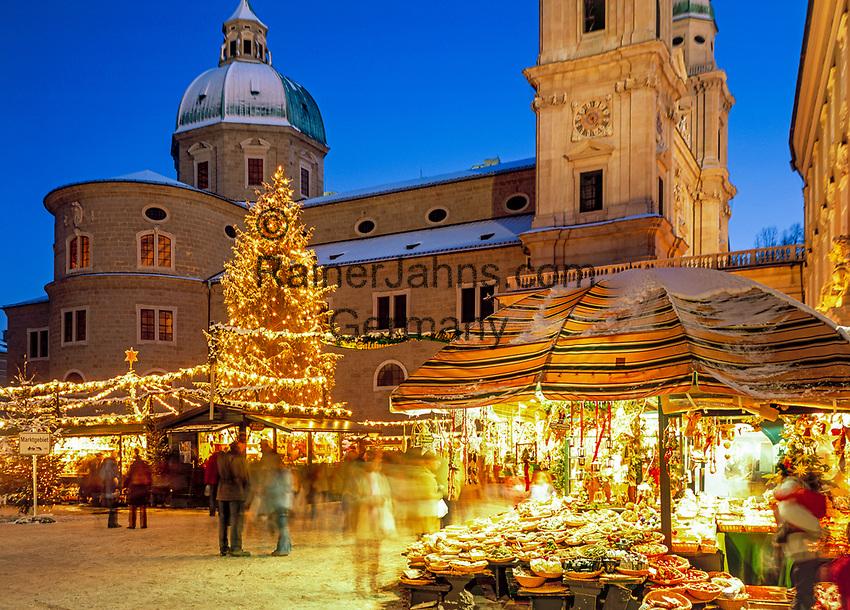 Oesterreich, Salzburger Land, Salzburg, Christkindlmarkt am Residenzplatz vor dem Dom | Austria, Salzburger Land, Salzburg, Christmas Fair at Down Town